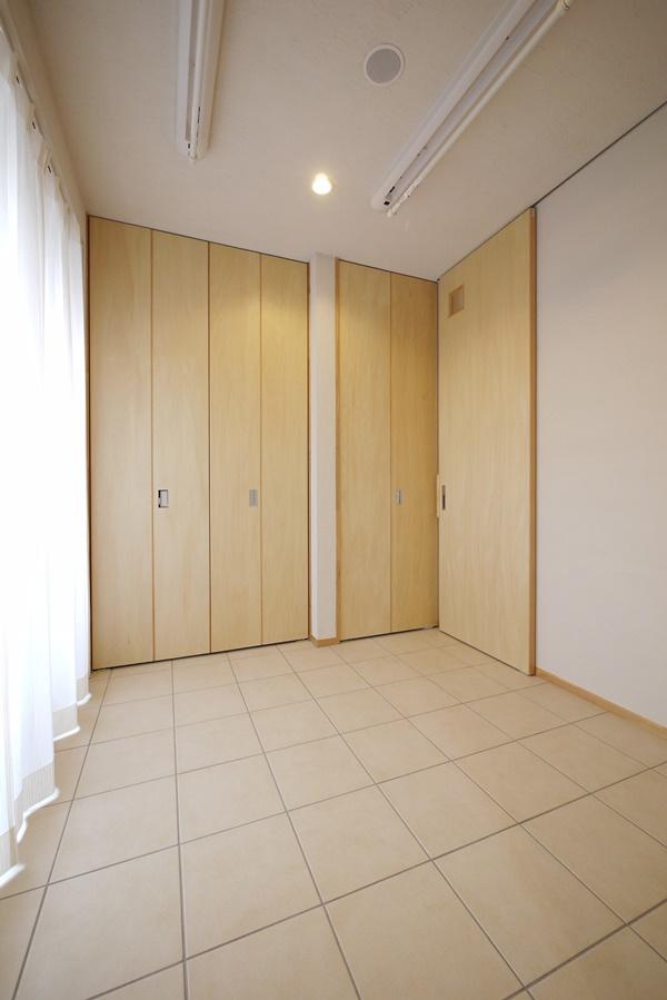 バルコニーに面した部屋干し空間